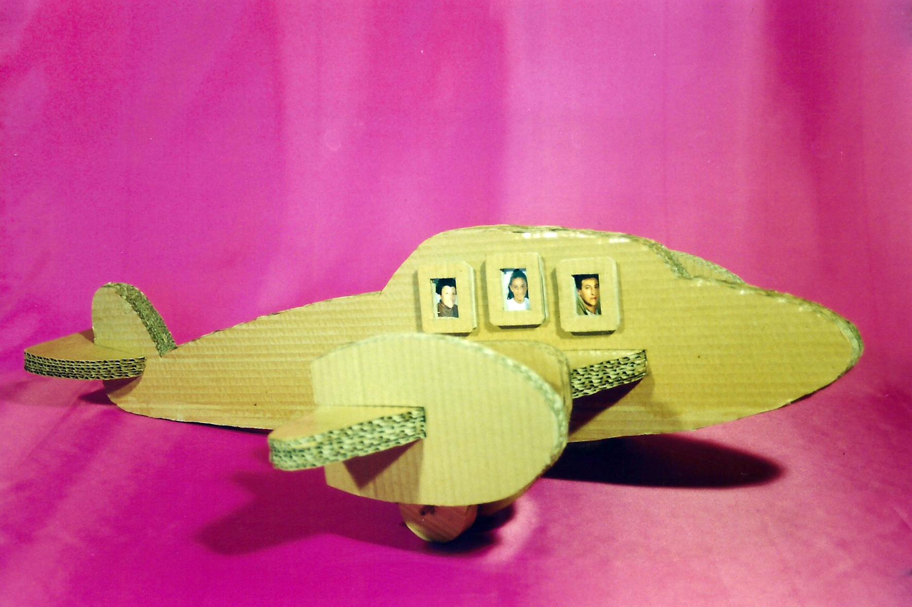 Plantilla Avión de cartón - Recicla y juega