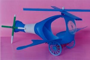 Helicóptero hecho con botellas de plástico